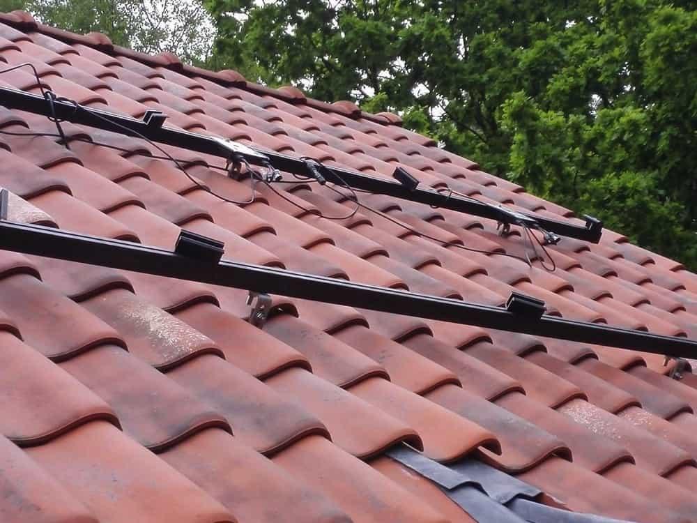 zwarte rails voor zwarte zonnepanelen voor installatie in Herentals