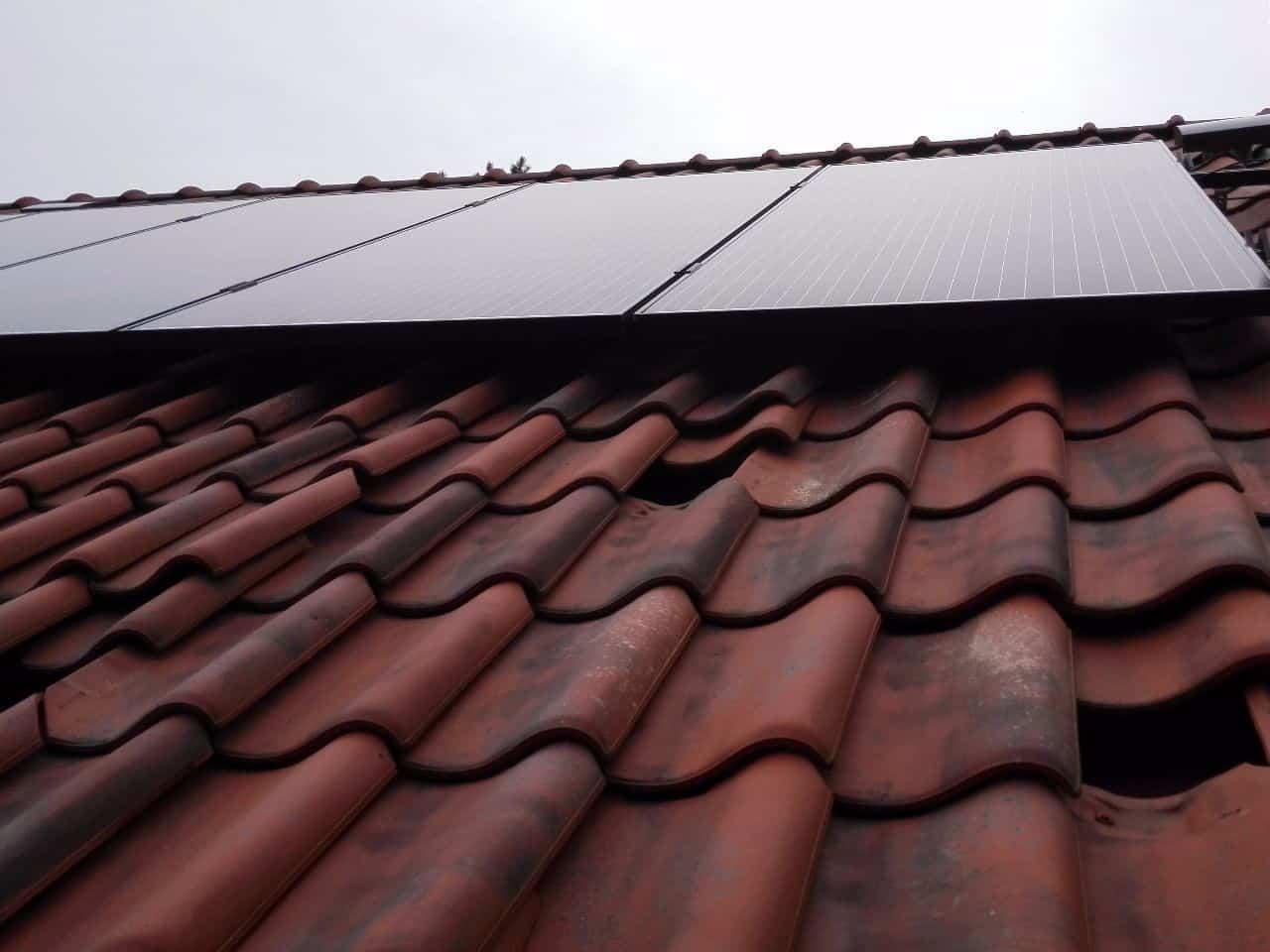 zwarte zonnepanelen op nieuwbouwwoning in Herentals