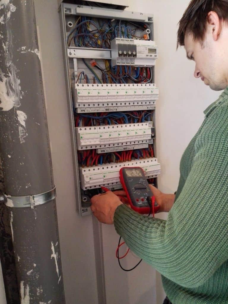 voorbereiding elektrische installatie zonnepanelen in Neerpelt