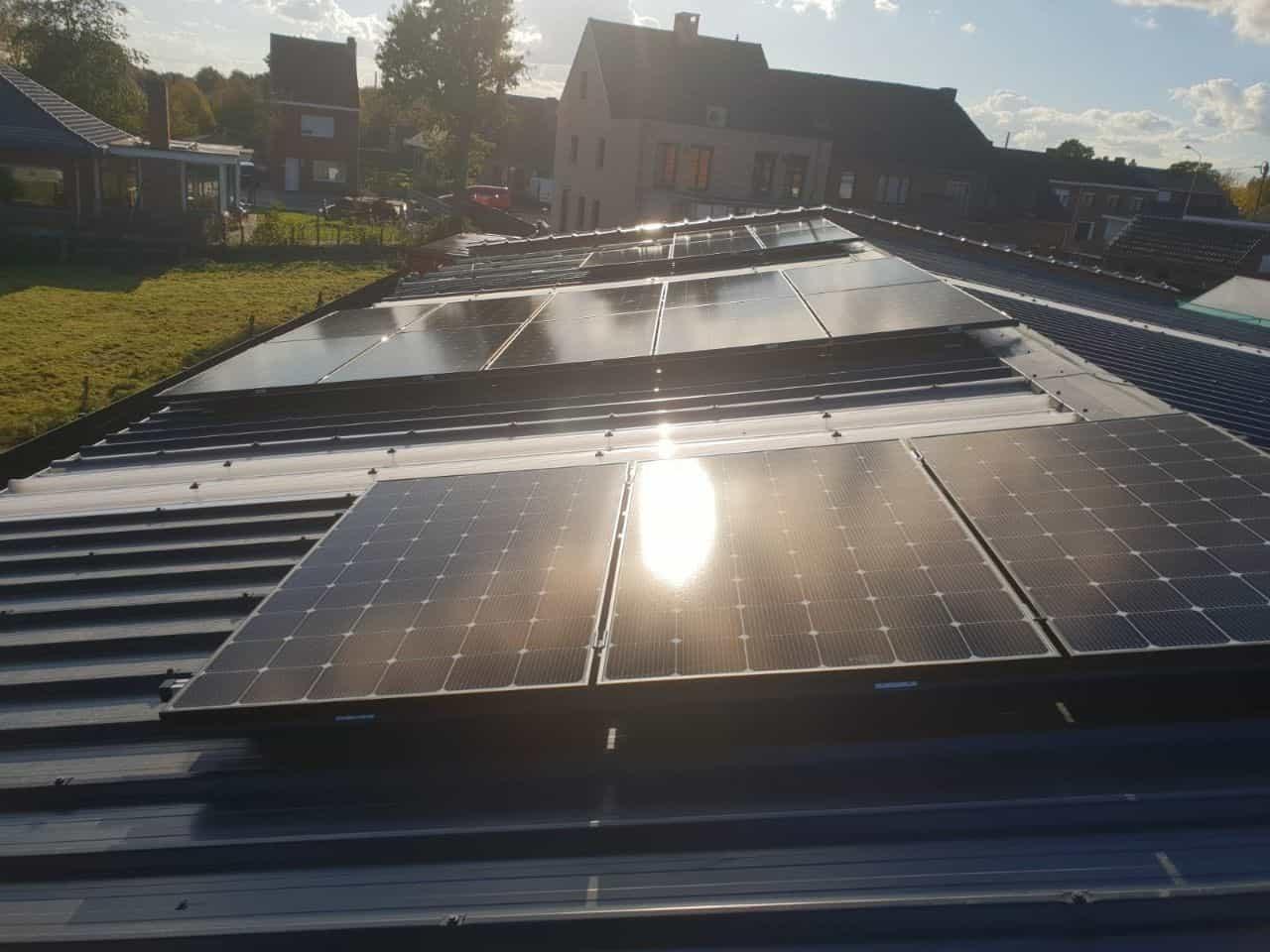 zonnepanelen lg op metalen dak in Beerse