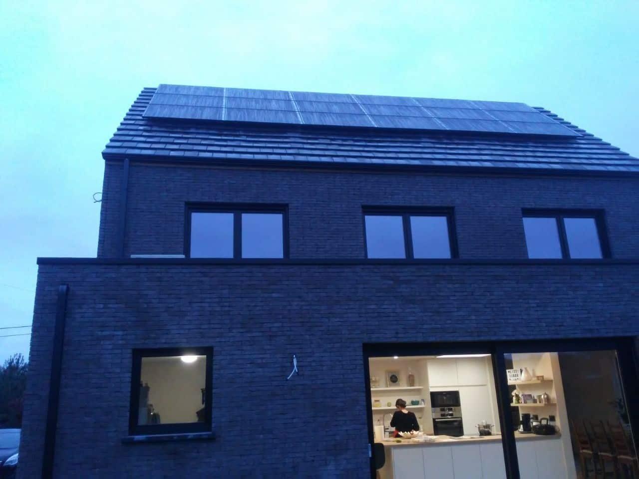glas-glas zonnepanelen op pannendak in Westerlo
