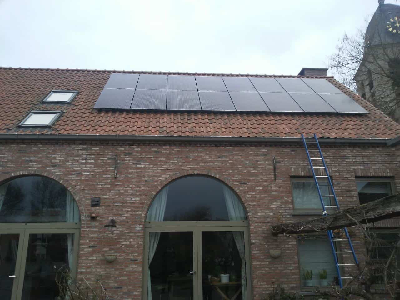 zonnepanelen op pannendak in Hombeek
